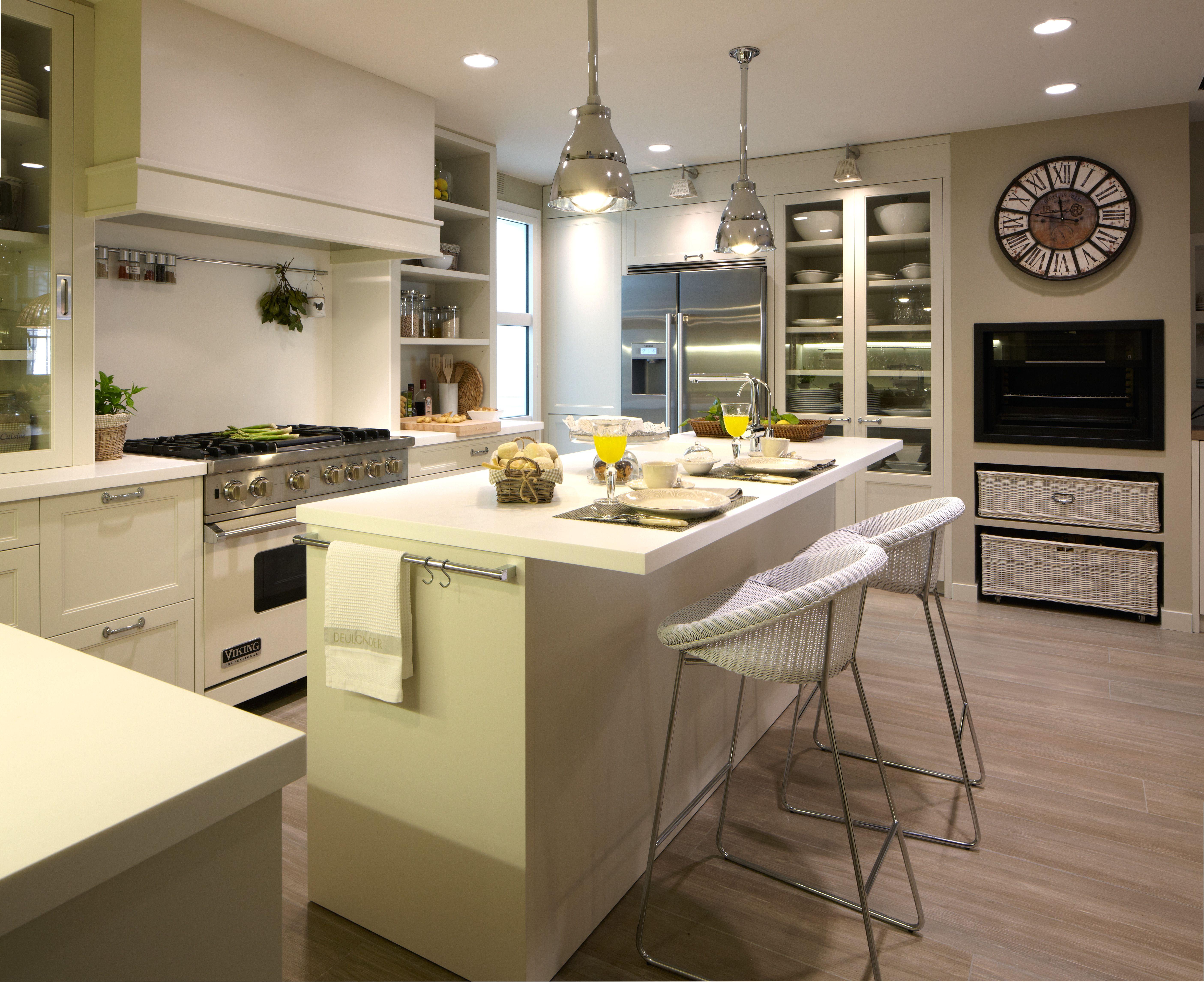 Dise o de cocinas modernas proyectos y mobiliario casa for Mobiliario 8 80