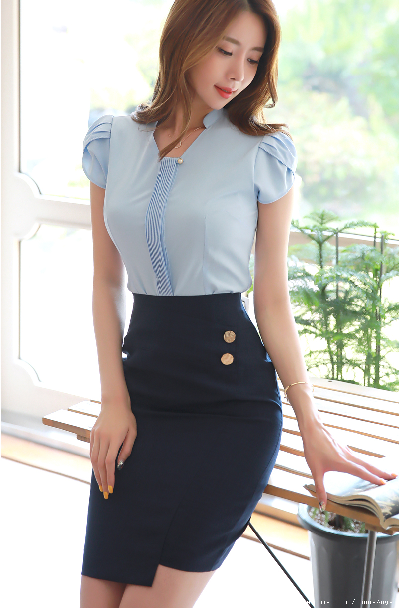 1dd0c9fab Pearl Accent Pleated Tulip Sleeve Blouse em 2019