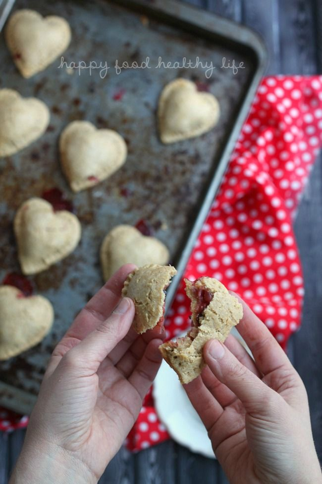 Whole Wheat Chocolate Strawberry Hand Pies - quick and easy health-conscious dessert to treat your loved ones - www.happyfoodhealthylife.com