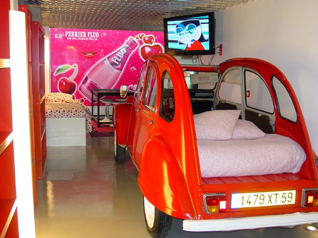 sleep in a 2cv!!!!  near montmartre VRBO.com #400242ha - Amazing Loft in Montmartre: Sleep in a Citroen 2cv Car!