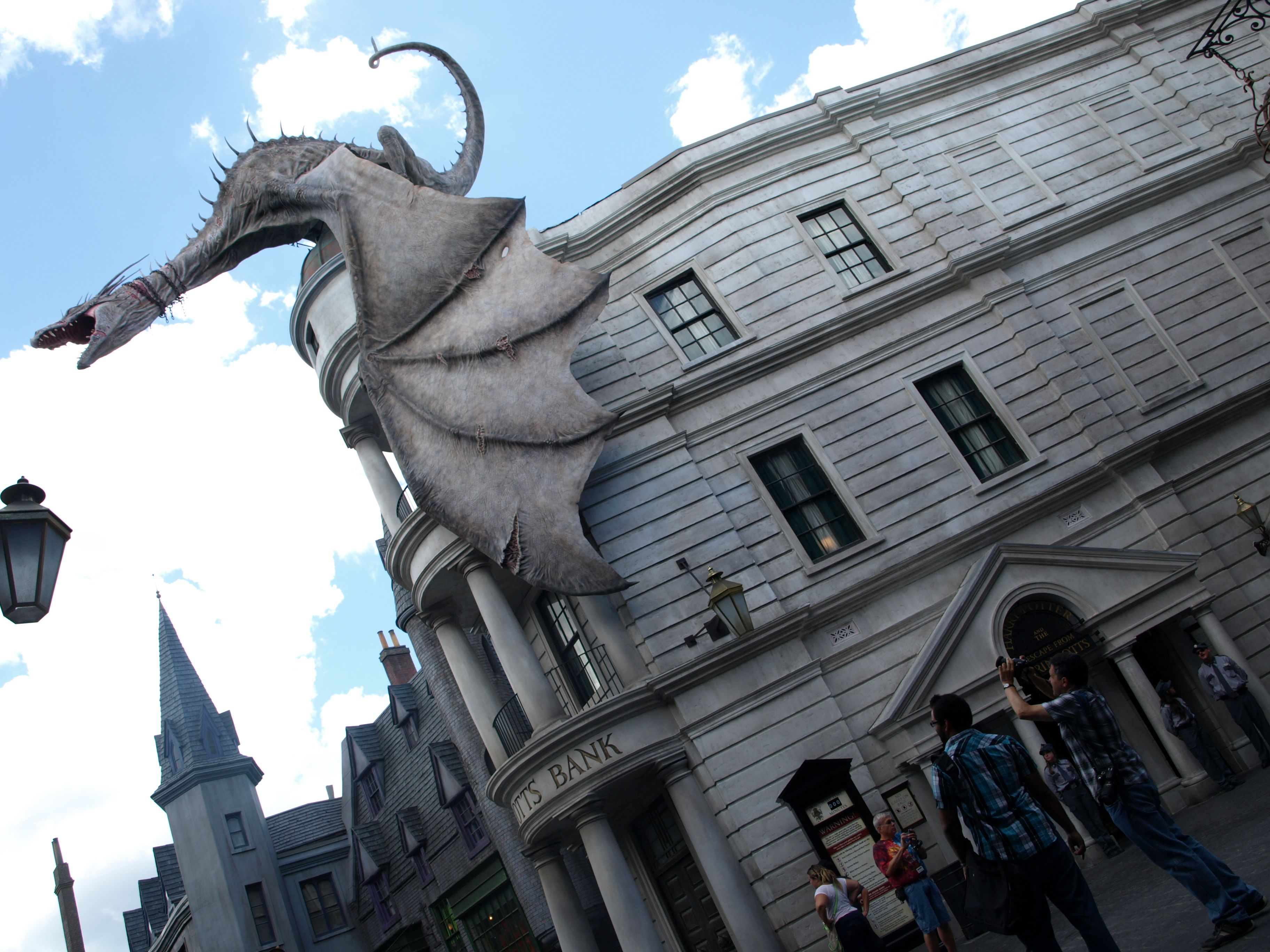 Gringotts Bank And The Entrance To Harry Potter And The Escape From Gringotts Wizarding World Of Harry Potter Wizarding World Harry Potter World California