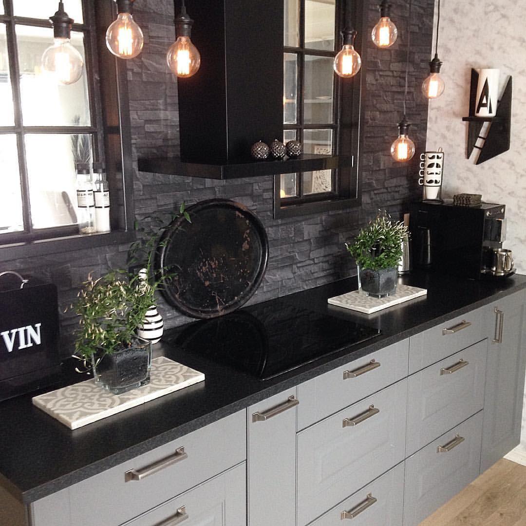 〰 Kitchen 〰  Feeling a bit blue today  Better make something extra good for dinner! Wish you a happy evening   Litt trist i dag  Livet har tatt en av sine uventa, kronglete svinger....tror det må bli en ekstra god middag i dag! Ønsker dere en goood kveld   #mynorwegianhome #skandinaviskehjem #inspirasjonsguidennorge #hem_inspiration #bymadsmagazine #passion4interior #interior123 #interior4all #interior125 #interior444 #interior4you #interior4you1 #wohnen #asafotoninspo