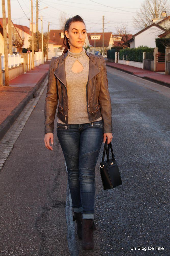 81eea45a7d4c Un look en nuances de gris SarahCroft avec    jean  babou 20€,  pull 12€,   veste 25€,  bottines 17€,  écharpe 10€