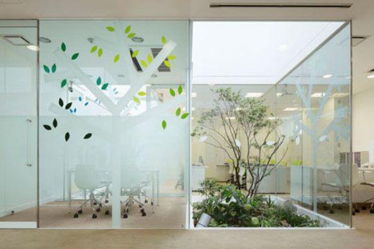 Para el conference algo asi esta chulo . glass wall of bank ...