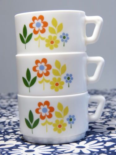Lot 3 tasses caf arcopal d cor fleurettes mod pop for Decoration annee 70
