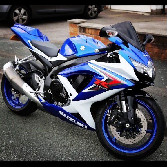 Suzuki Gsxr 750 K8 The Blue On The Rims Though Motos Anciennes