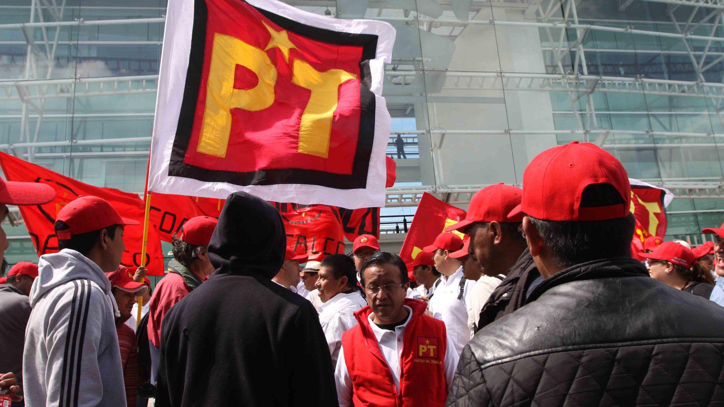 CdMx.- El Partido Revolucionario Institucional presentó ante la Fiscalía Especializada para la Atención de Delitos Electorales (FEPADE), una denuncia de hechos y en el Instituto Nacional Electoral …