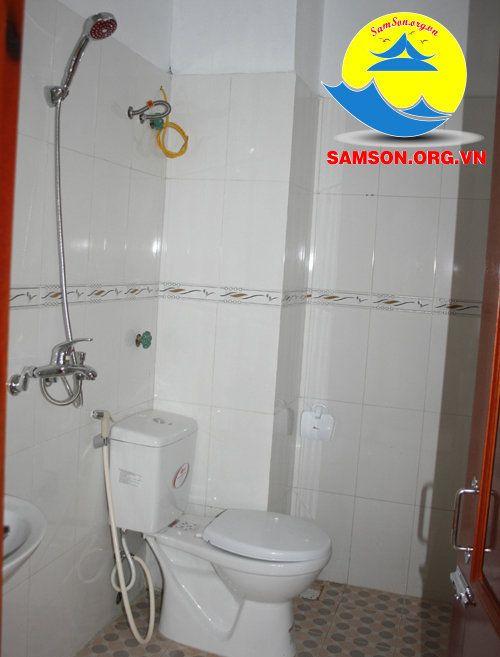 phòng tắm khách sạn biển vàng sầm sơn
