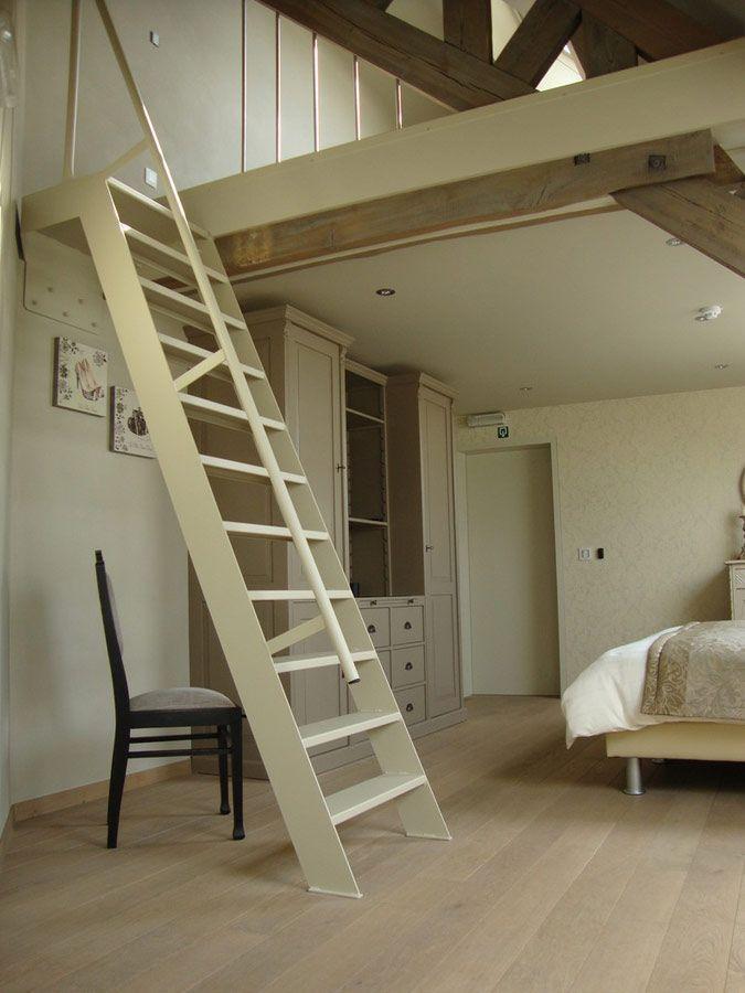 Stalen laddertrap naar de zolderkamer mezzanine for Stalen trap maken