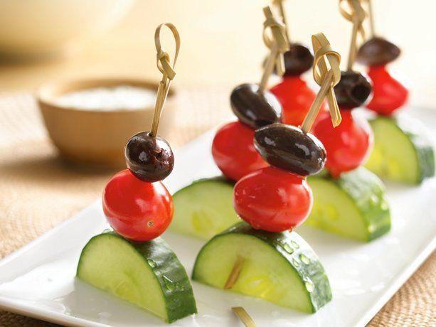 apperitivo, pepino tomate y aceituna.