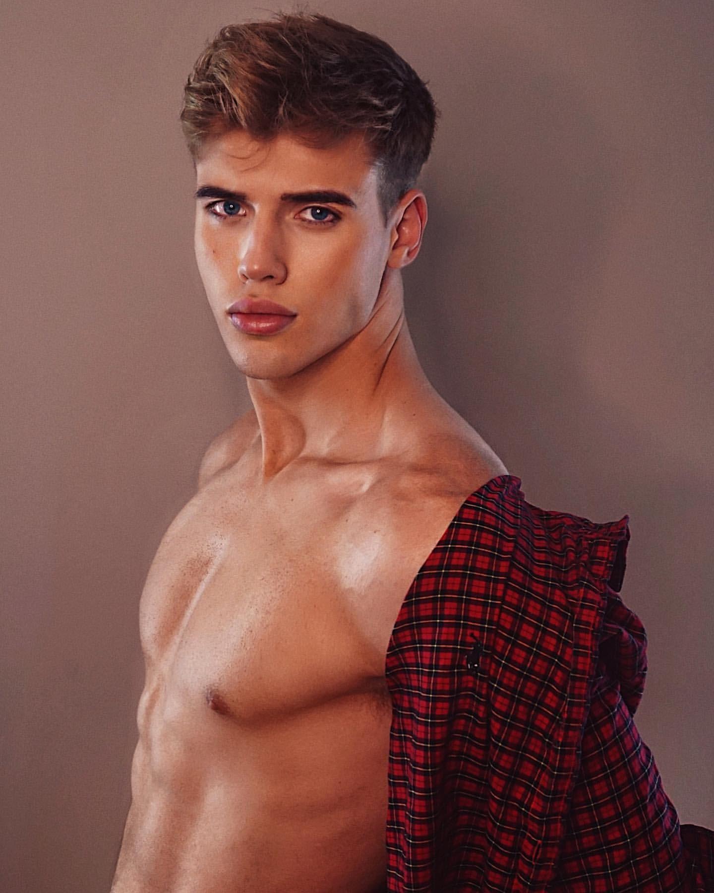Pin by Nae Tsm2 on Stunning Men   Cute white guys, Healthy