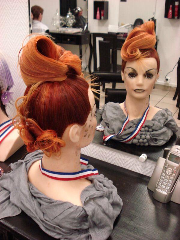 Chignon concours Chignon moderne, Chignon coiffure en