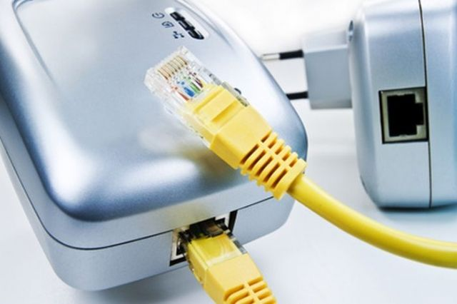 Powerline: Per Stromleitung das Netzwerk erweitern