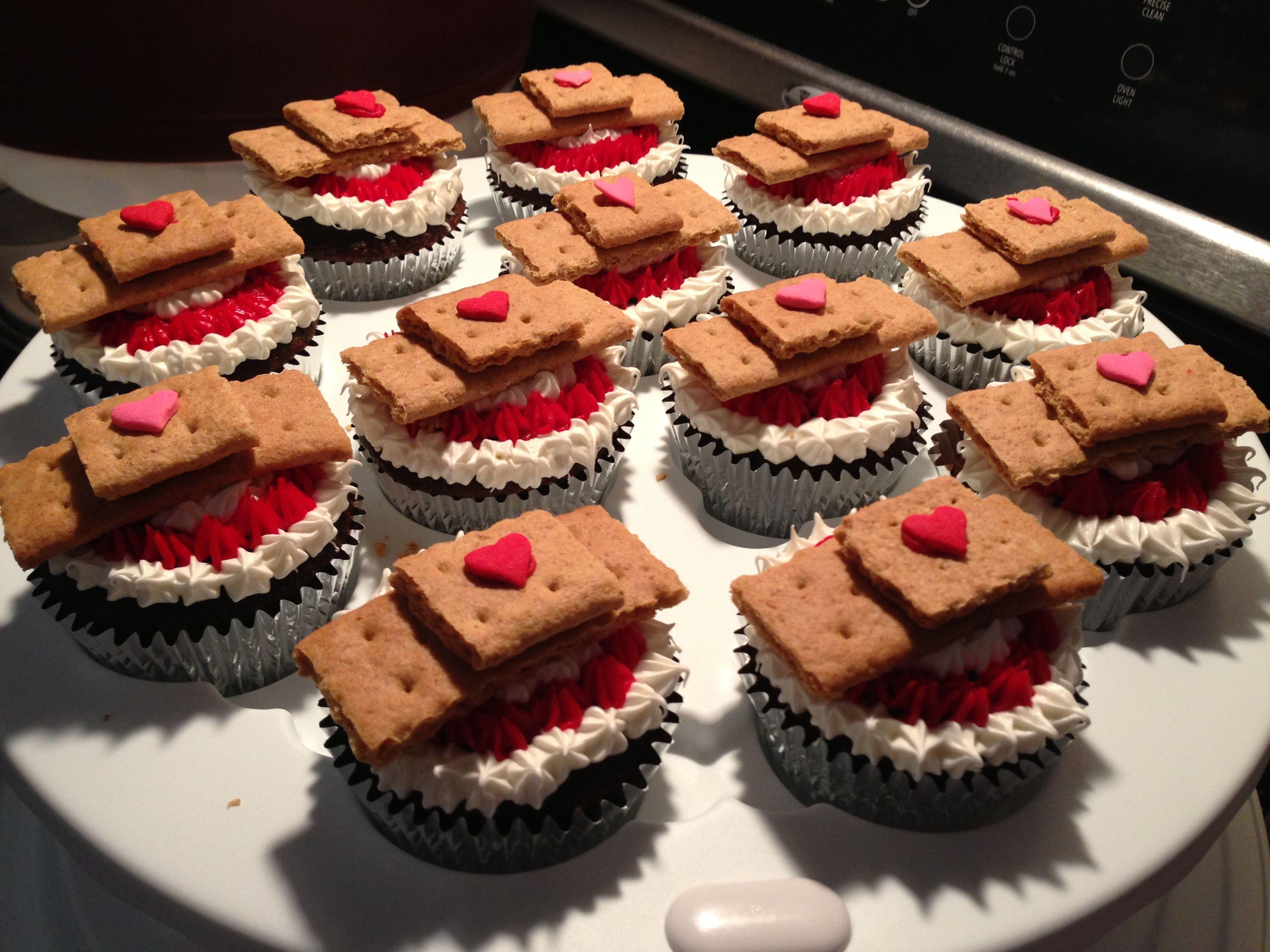 Doc mcstuffins bandages doc mcstuffins party ideas on pinterest doc - Doc Mcstuffins Cupcakes Band Aids Made With Graham Crackers
