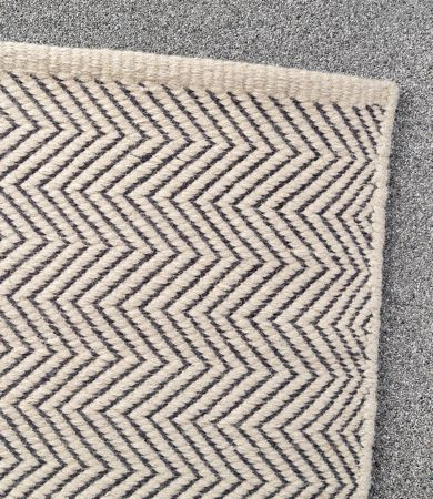 Herringbone Weave Wool Rug In Limestone Charcoal Armadillo Co 1 7m X 2 04m 915