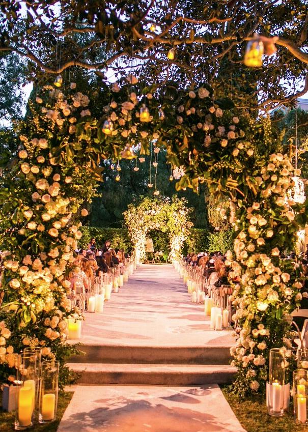 Sophisticated Beverly Hills Wedding with Luxurious Decor from Samuel Lippke Studios - MODwedding
