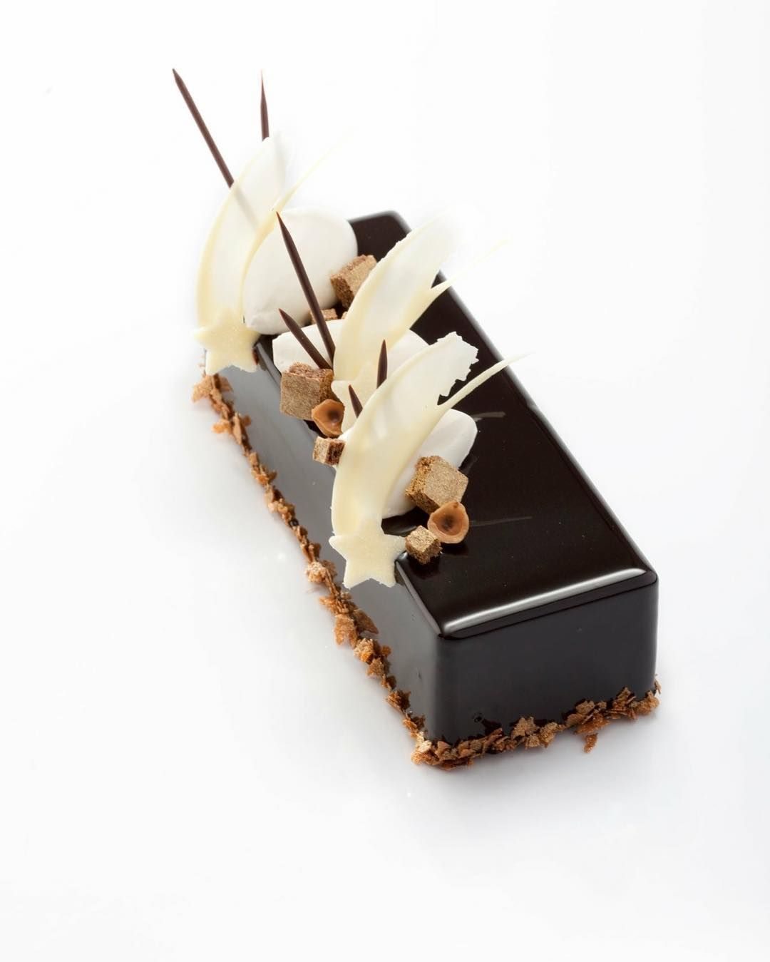 For the last day of the 7 day challenge I would love to say  to @paulkennedysavour for inviting me. Hereby I present my Buche Noel that I created around 5 years ago. For the last day I invite my colleague @xavier_boyer to take the challenge. Xavier are you up for it!?