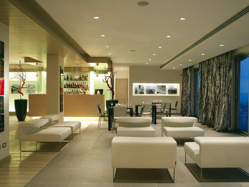 Barcel aran blu rome italie lobby bar barcelo hotels for Hotel design rome