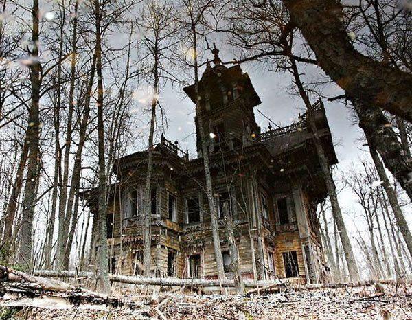 Hauntingly Beautiful Abandoned House Abandoned