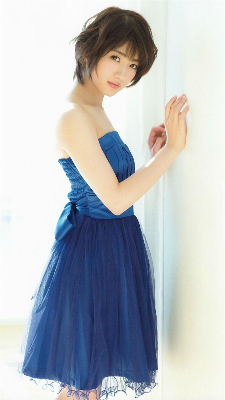 若月佑美さんのカクテルドレス姿