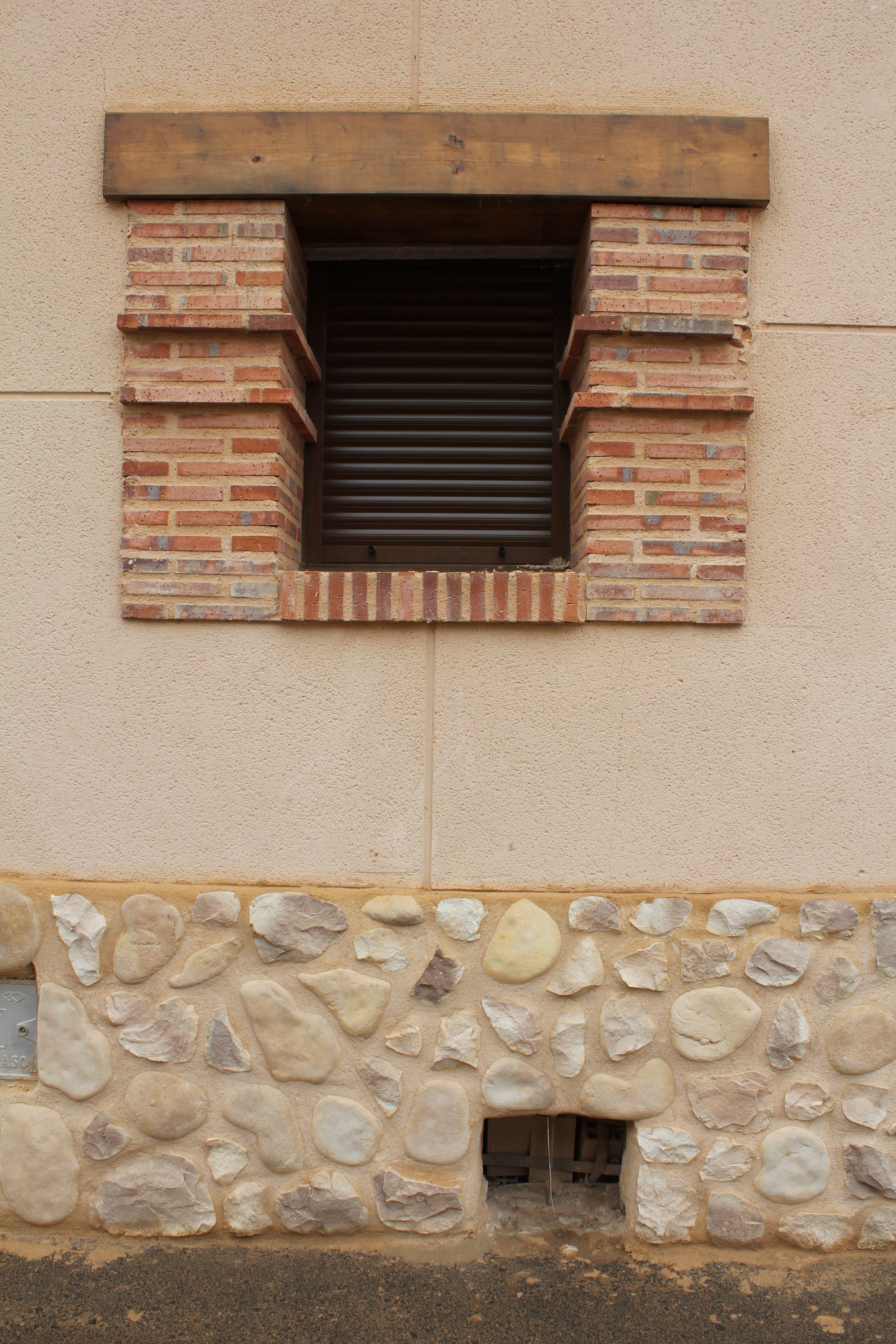 revestimiento jambas ventana con ladrillo mammatus puedes consultar nuestro catlogo de productos de piedra artificial - Piedra Artificial Decorativa
