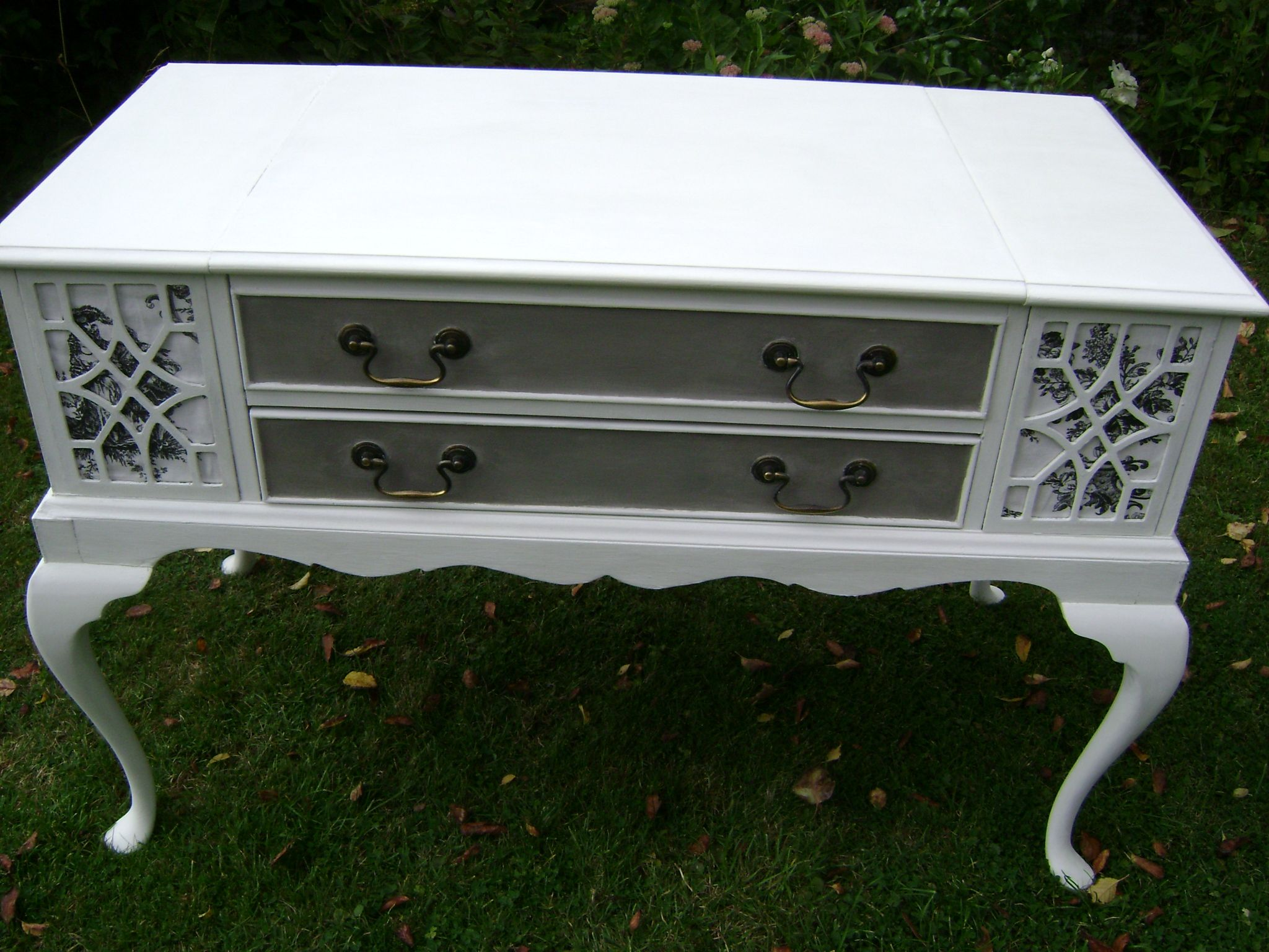 This is an old dynatron radiogram that i remodelled as a tv cabinet
