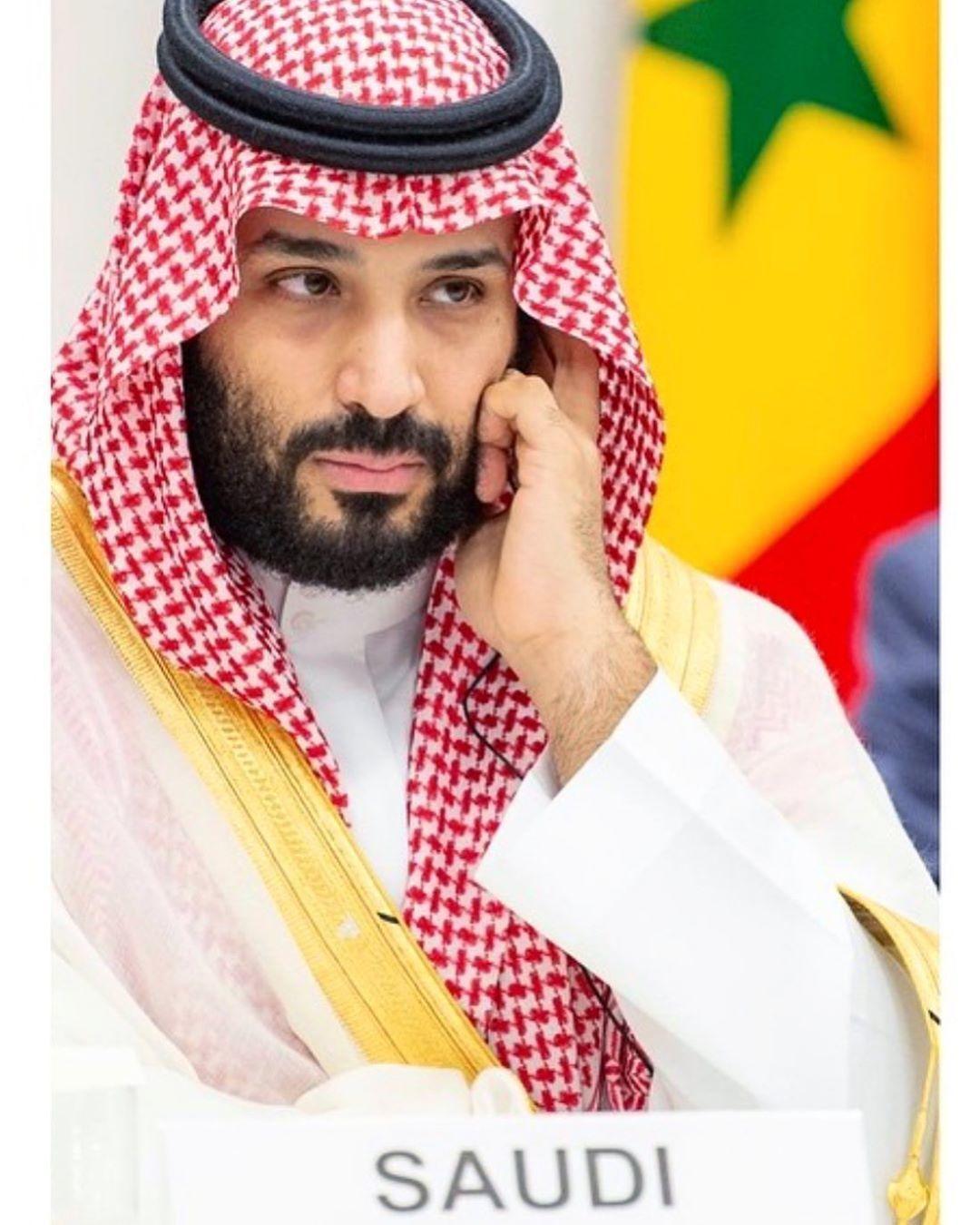 سمو ولي العهد خلال اجتماعه مع قادة مجموعة العشرين بأوساكا محمد بن سلمان في قمة العشرين Photography Inspiration Portrait Saudi Men Celebrity Stars