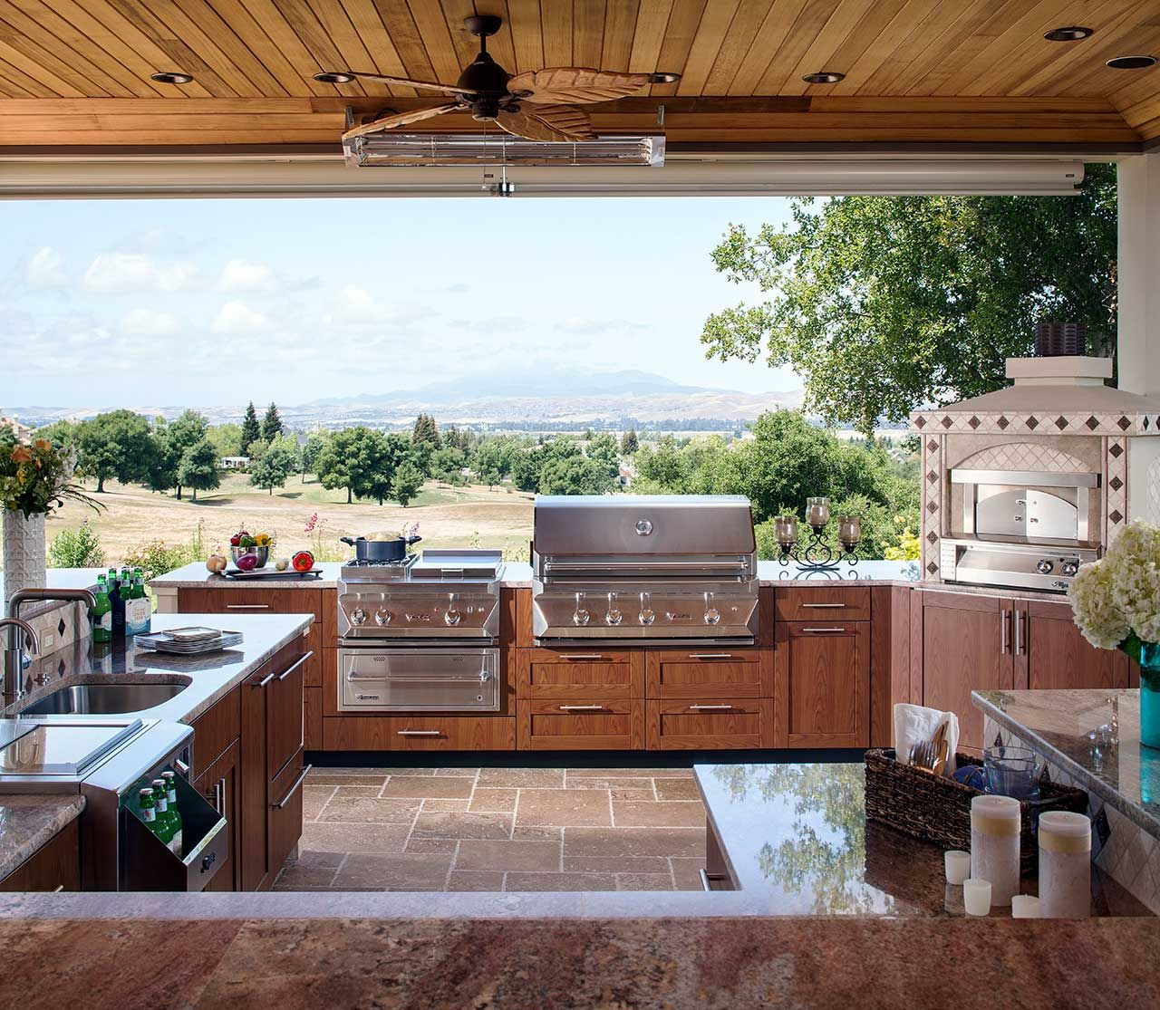 Outdoor Kitchens Perfect For Summer Entertaining Design Chic In 2020 Outdoor Kitchen Decor Luxury Outdoor Kitchen Outdoor Kitchen Cabinets