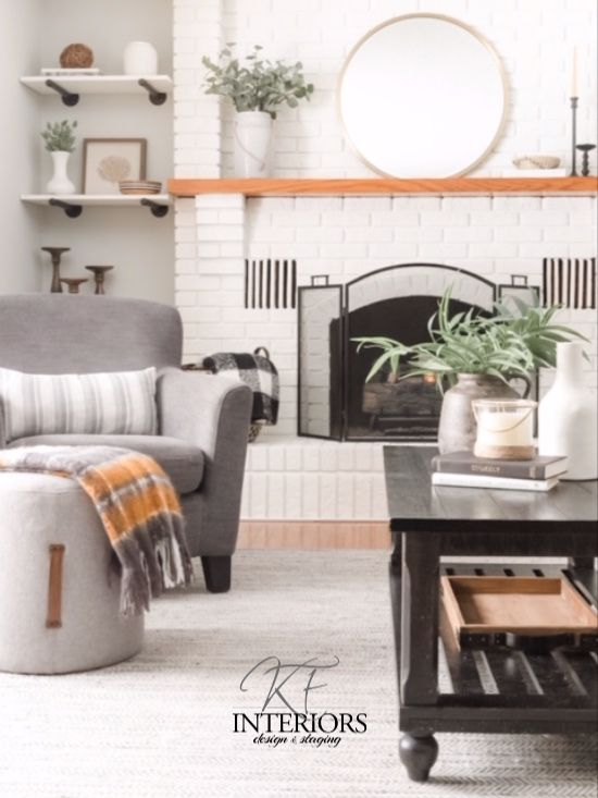 10 items every living should have! Throw pillows, area rugs, greenery and so much more! #interiordesigninspo #interiordesigner #interiordesigntips #livingroominspo #interiordesignertips #stagingtips #throwpillowguide #arearuginspo #livingroominteriordesign