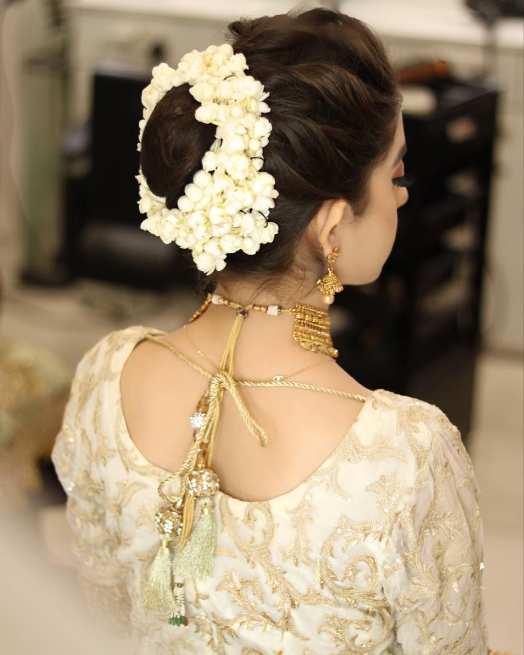 We Are Not Ready For Fall When It Comes To Floral Embellished Traditional Bun For The Beautif Bridal Hairdo Trendy Wedding Hairstyles Pakistani Bride Hairstyle