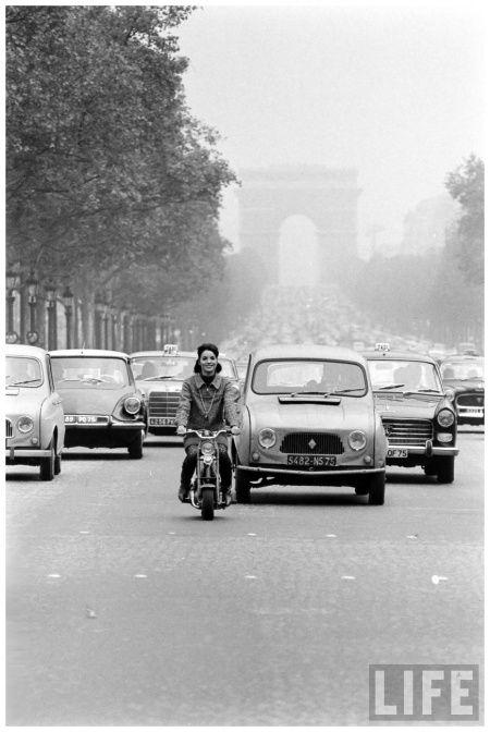 Champs Elysees Traffic, Paris 1965 | Actress Elsa Martinelli on Motorbike, photo by Carlo Cavagnoli Photo Carlo Bavagnoli