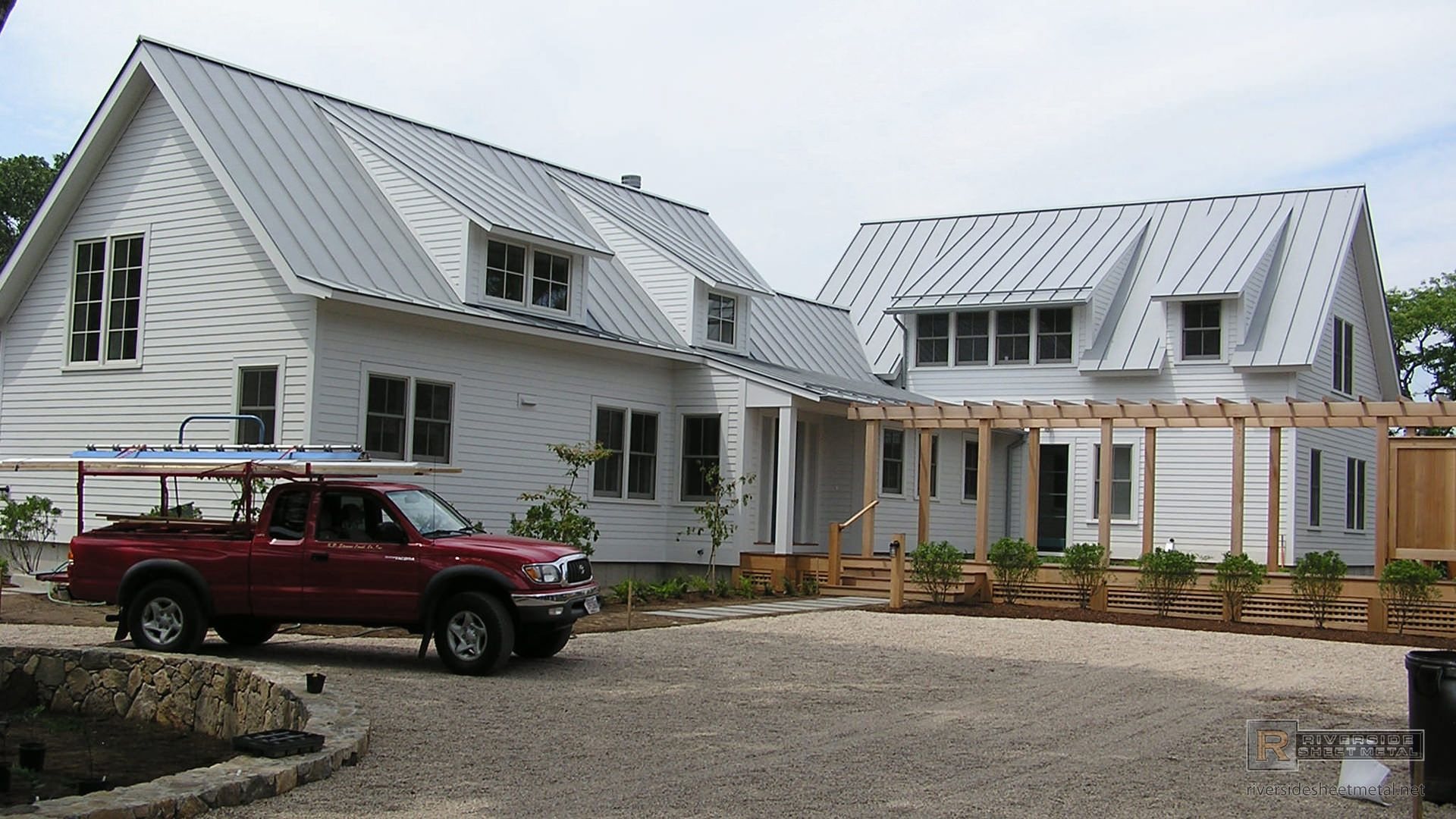 Best Different Angles On A Gray Aluminum Roof Exterior Siding 400 x 300