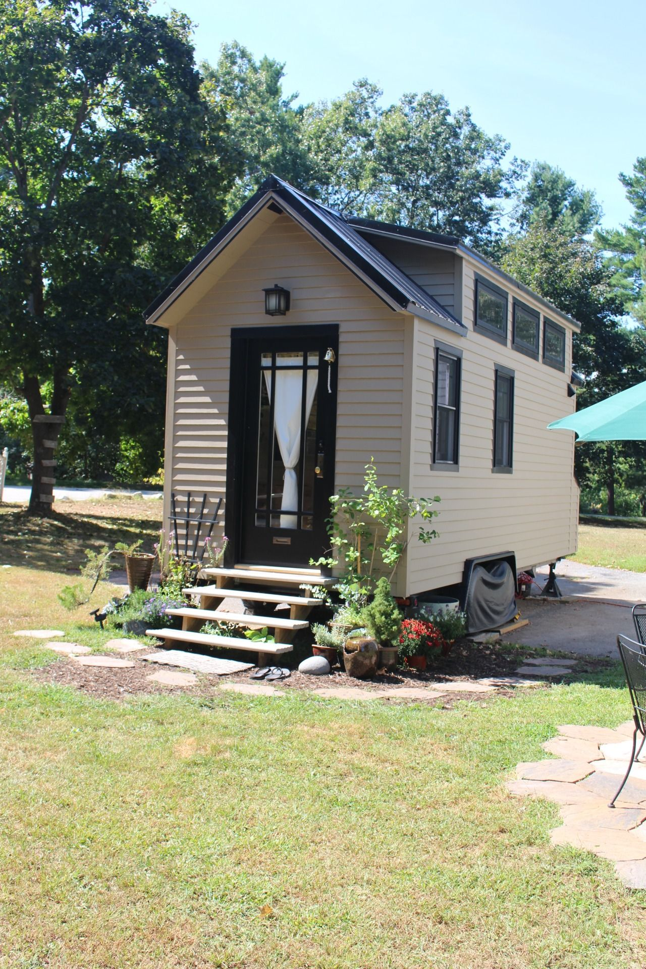 Improvement of the summer cottage with their own hands (photo) 61