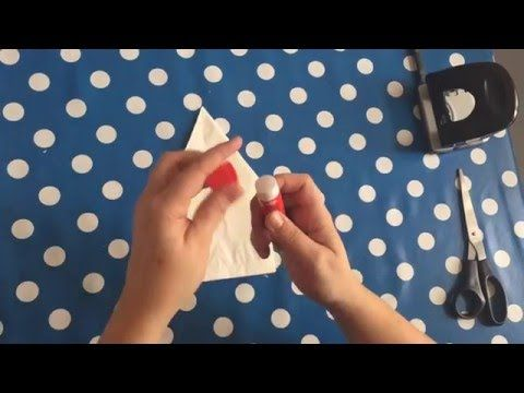 94045146cee3 Weihnachtsstern aus Butterbrottüten ⭐ ❤ - YouTube Uses 7 white lunch bags  to make star