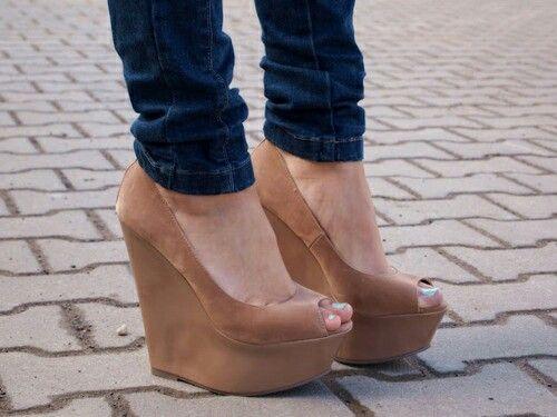 Tacones cafe | Zapatos de tacones, Zapatos de chicas