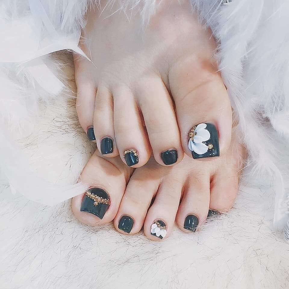Brown Nails In 2020 Feet Nails Cute Toe Nails Pretty Toe Nails