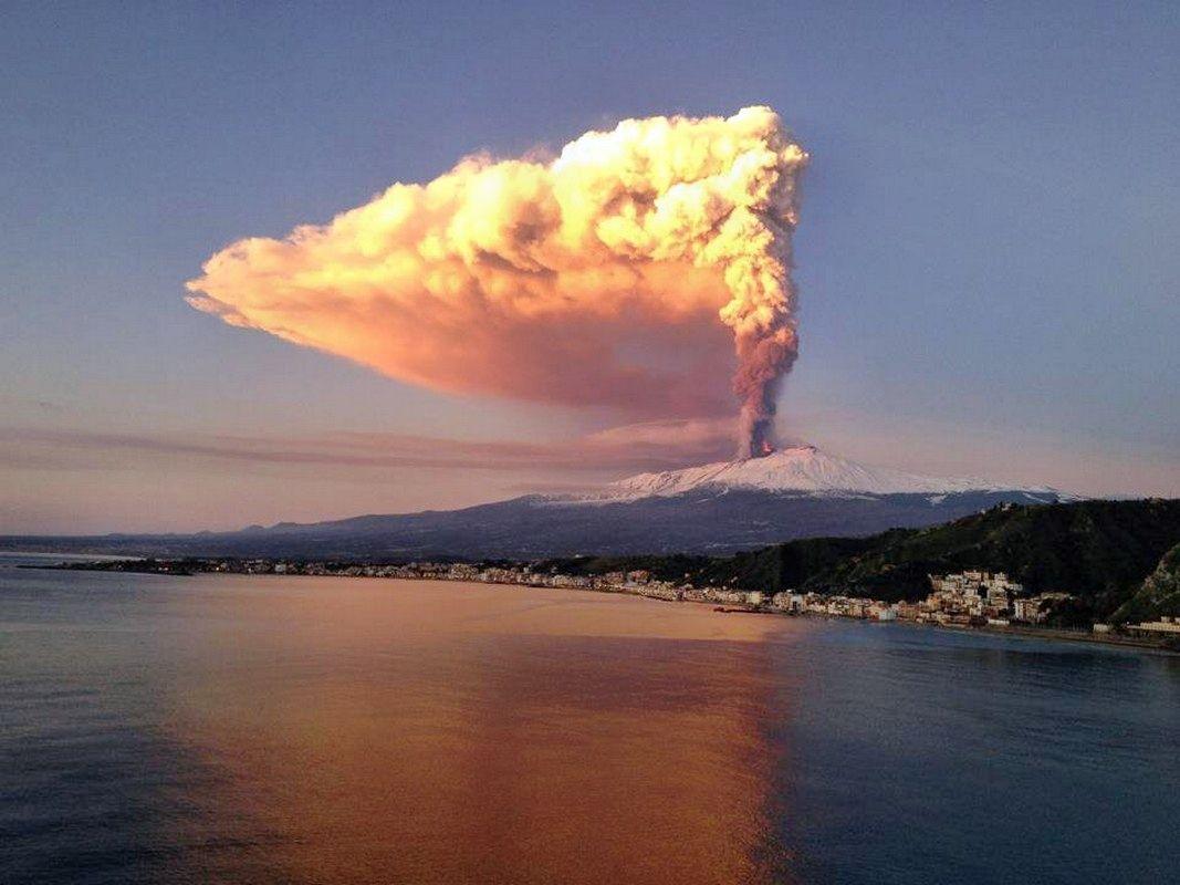 Etna da Capo Taormina (Eruzione 5.1.2012) #Etna #Taormina