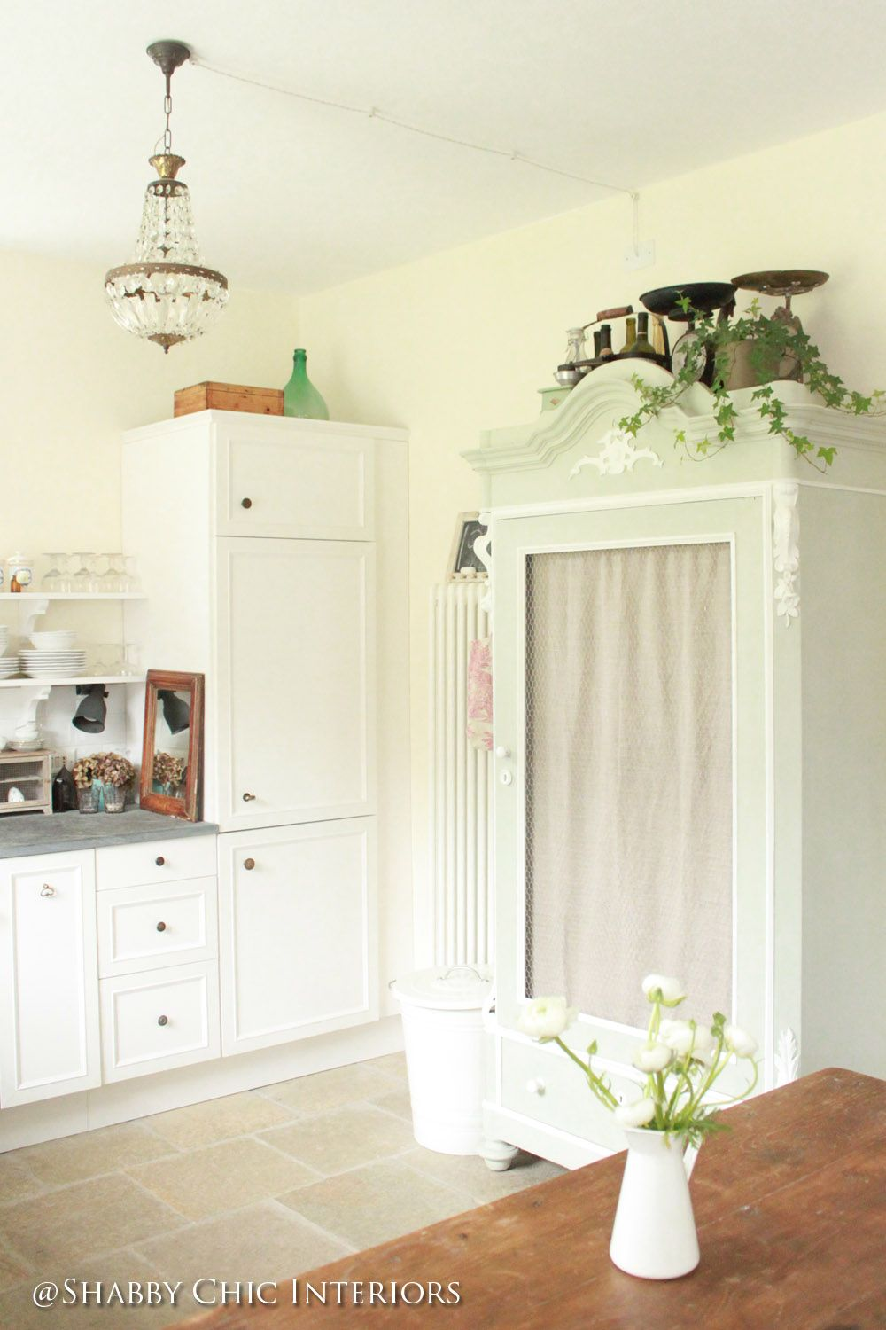 shabby chic interiors restyling di una cucina ikea vetrinetta shabby pinterest shabby. Black Bedroom Furniture Sets. Home Design Ideas