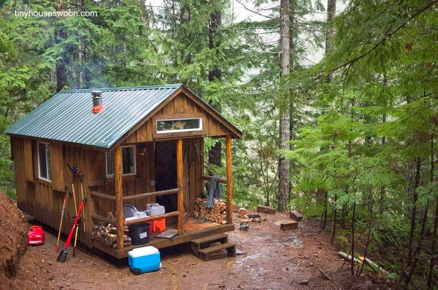 Caba a de madera de tama o peque o y terminaci n r stica for Modelos de cabanas rusticas