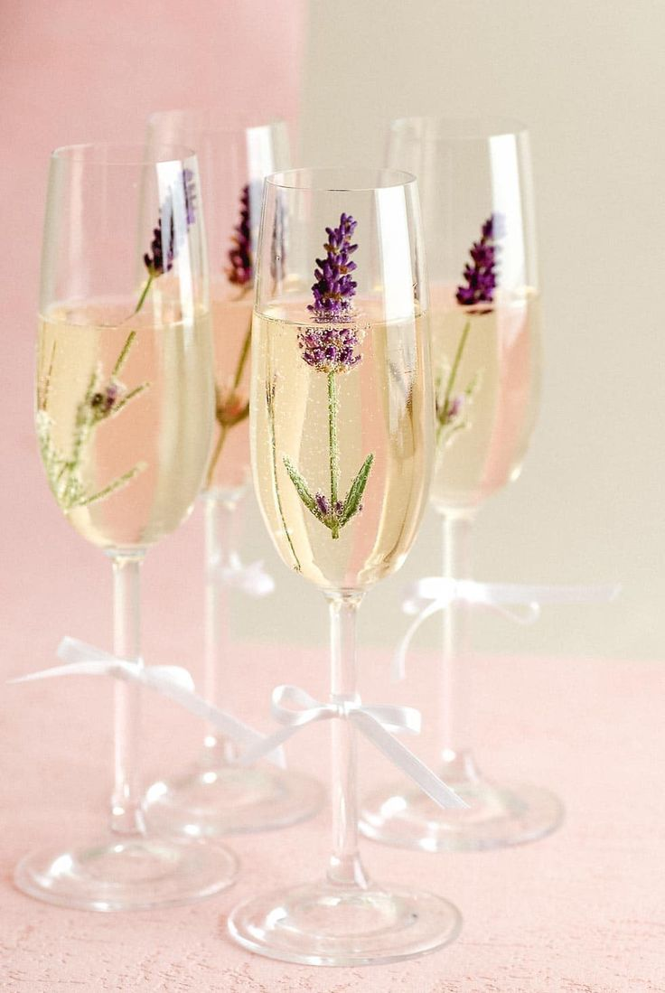 Photo of Sparkling wine reception: Spice up sparkling wine with flowers