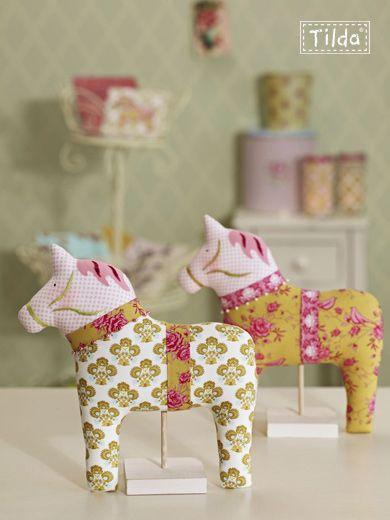 cute decor--girl (and adorable dala horse style!)   DALA DALARNA ...