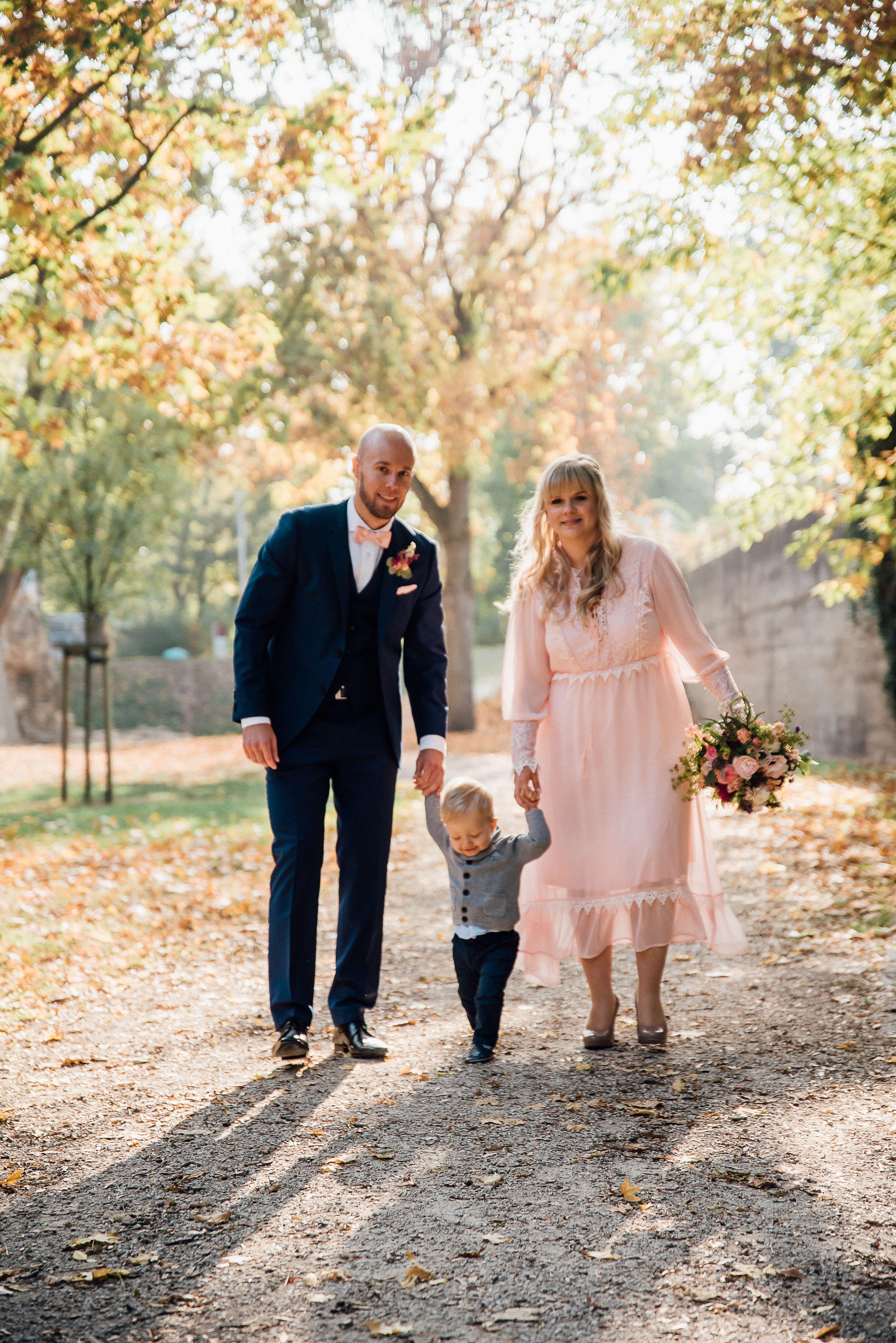 Familylove Oktober Hochzeit Hochzeitsfotografie Brautpaar