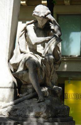 Statue d'Auguste Comte. Place de la Sorbonne. Paris 5e