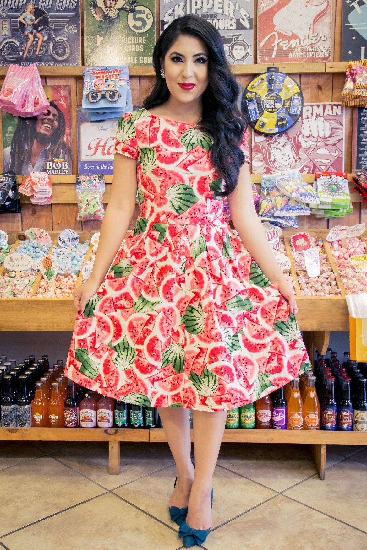 Modest Vintage Dress Summer Outfit Ideas Retro Photoshoot