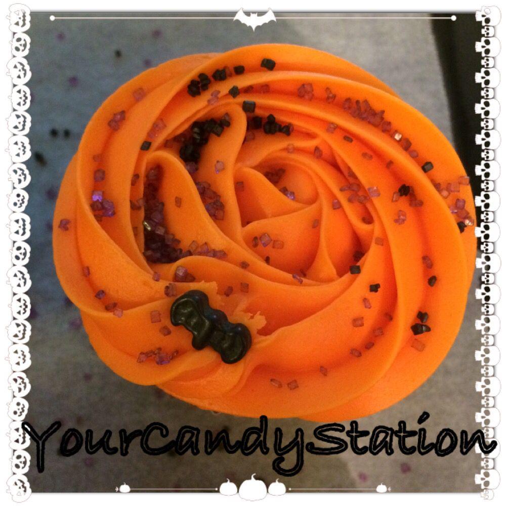 Halloween cupcake, orange bat