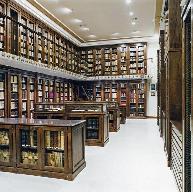 Candida Höffer, Biblioteca Madrid V, Fotografía, 60 x 60 cm., 2000