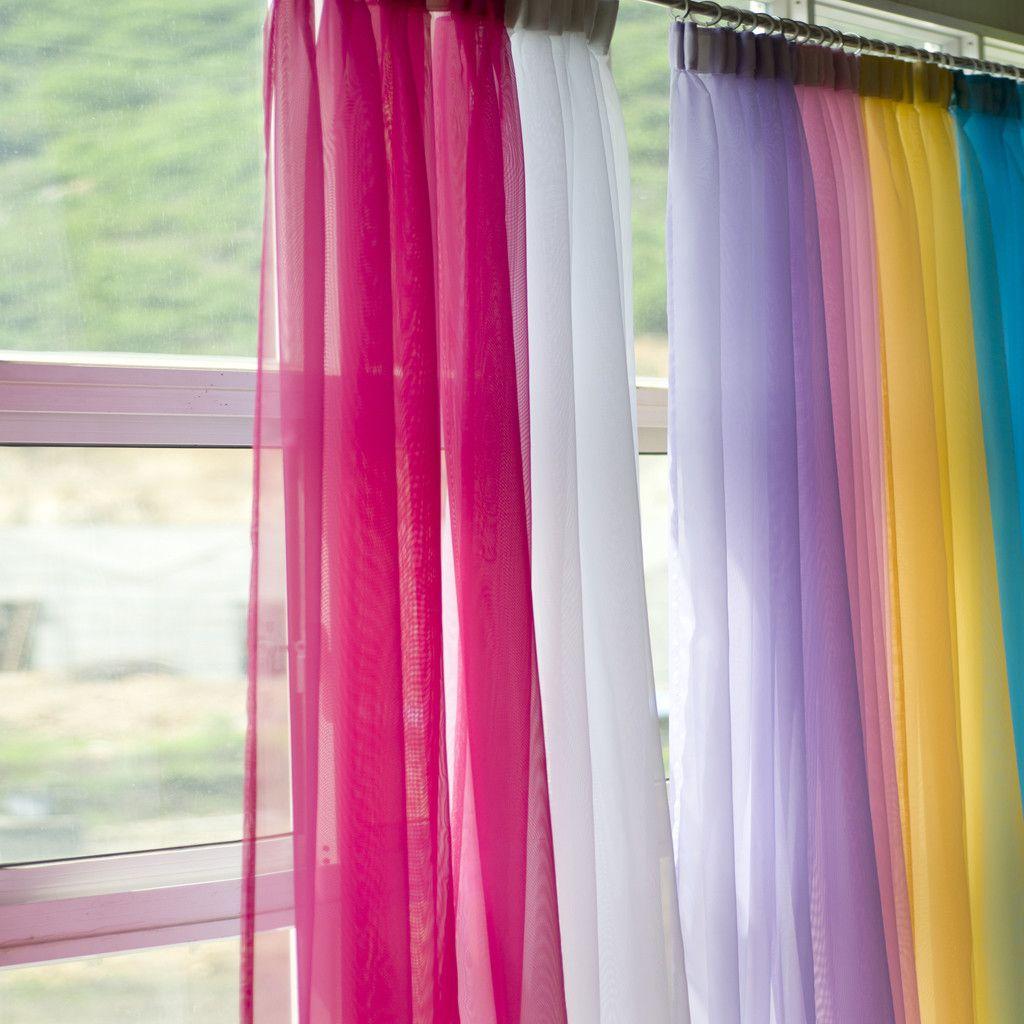 Ideas para decoraci n c mo decorar ventanas tul for Cortinas para aulas