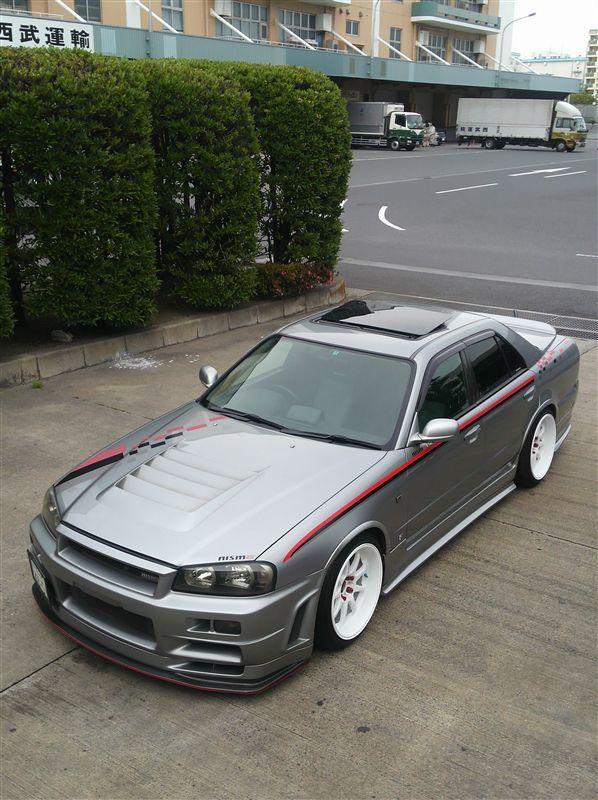 Nissan Skyline R34. 4 door rollin'. | Nissan skyline ...