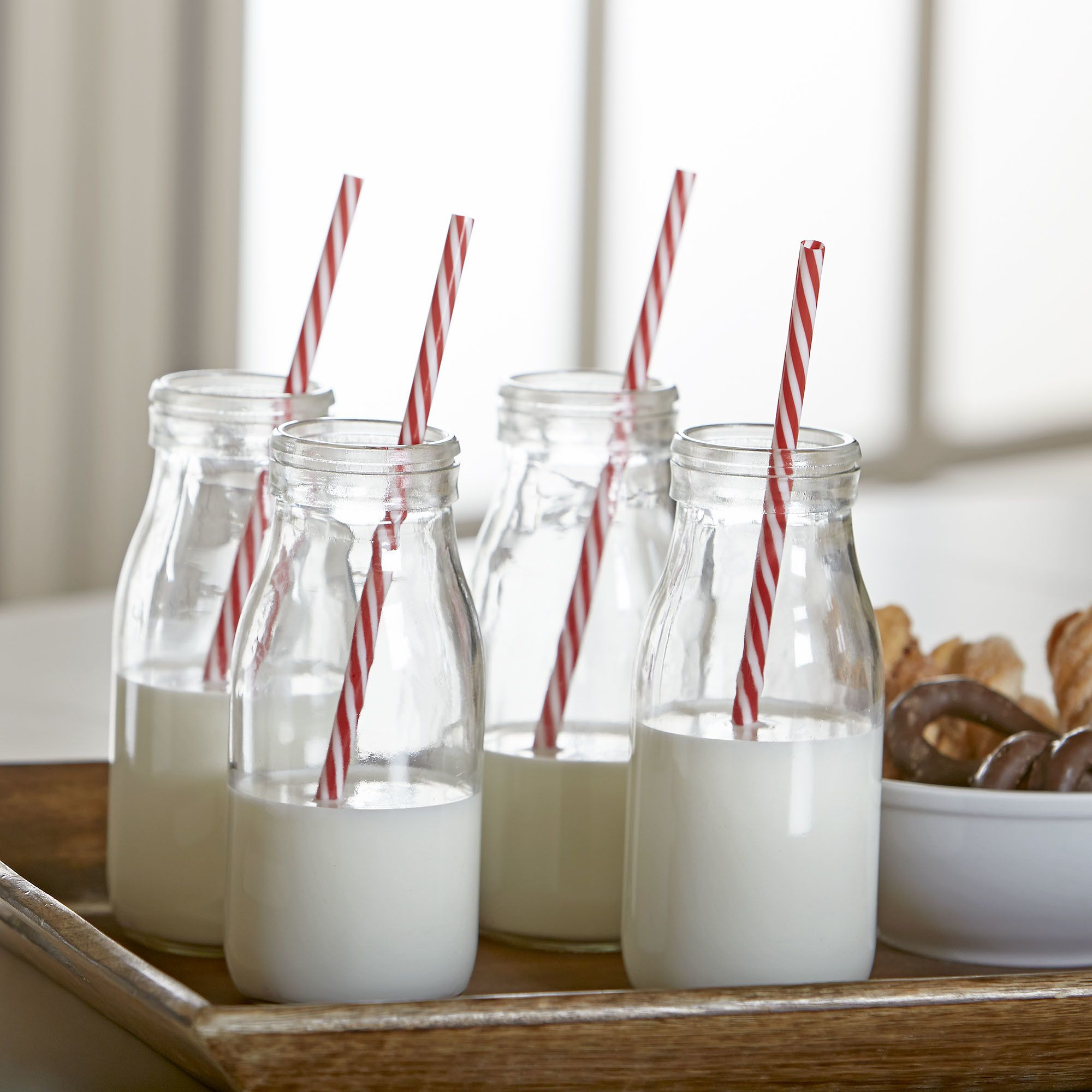 Gingham Milk Bottle 8 Piece Set | The Gingham Milk Bottle set includes 4 glass milk bottles each with their own reusable straw.