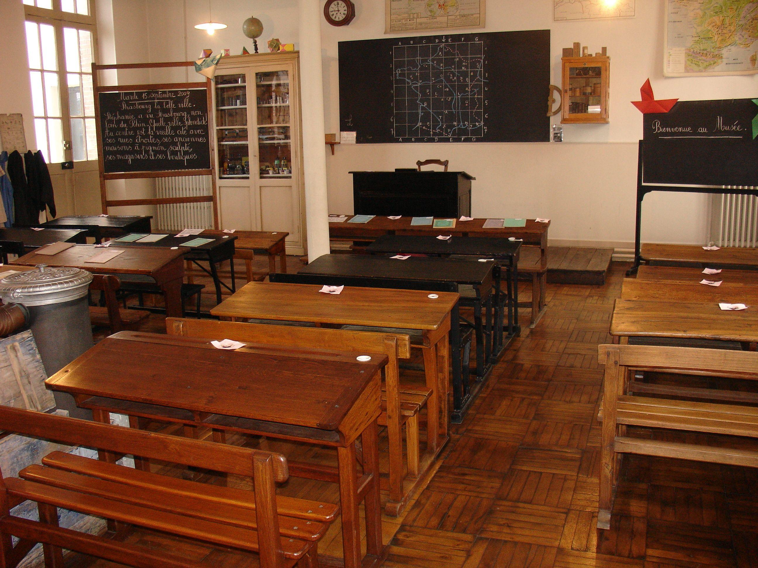 Amateurs D Arts Esprits Curieux Collectionneurs Ouvrez Les Portes Des Musees Office De Tourisme De Montargis Ecole D Autrefois Ecole Vieille Ecole